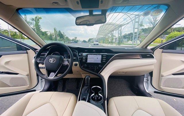 Xe cũ Toyota Camry 2.0E 2019, xe công ty xuất hóa đơn 100%, xe như mới, tiết kiệm hơn 100tr6