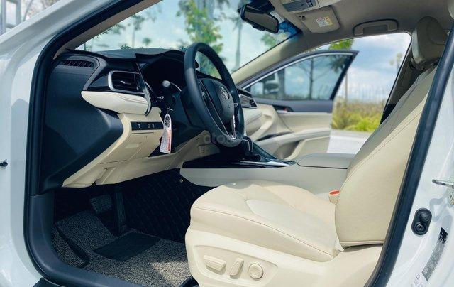 Xe cũ Toyota Camry 2.0E 2019, xe công ty xuất hóa đơn 100%, xe như mới, tiết kiệm hơn 100tr7