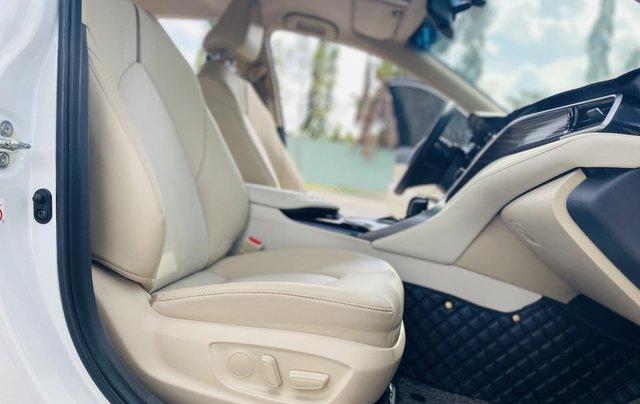 Xe cũ Toyota Camry 2.0E 2019, xe công ty xuất hóa đơn 100%, xe như mới, tiết kiệm hơn 100tr8