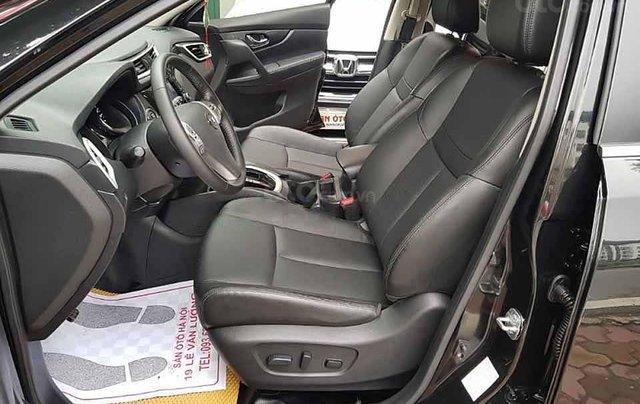 Bán ô tô Nissan X trail đời 2018, màu đen chính chủ, 725tr1