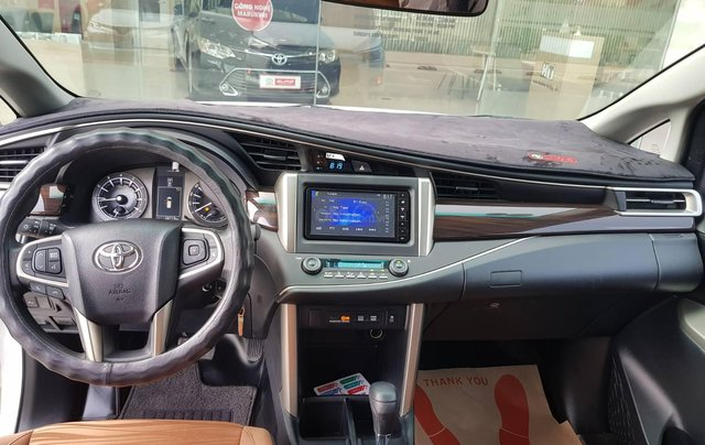 Cần thanh lý xe Toyota Innova 2.0G 6AT, màu trắng xe công ty XHĐ đủ đi 52.000km - xe chính hãng giá tốt7