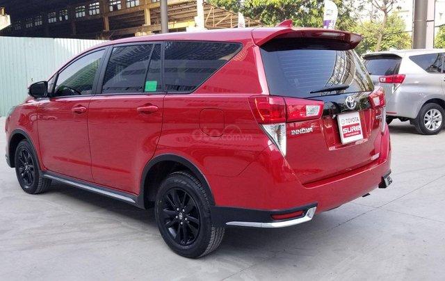 Cần bán xe Toyota Innova Venturer 2.0 6AT màu đỏ gia đình đi 27.000km - xe chính hãng giá tốt3