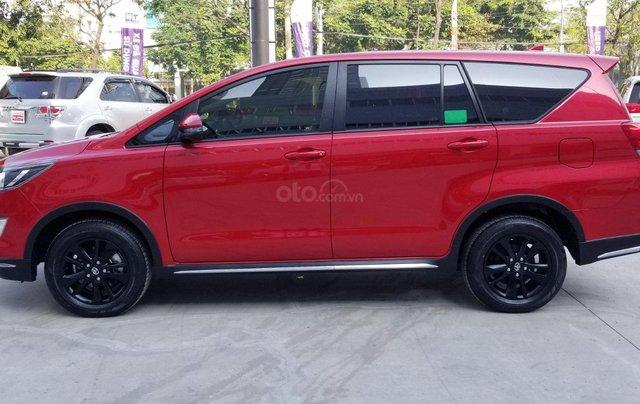 Cần bán xe Toyota Innova Venturer 2.0 6AT màu đỏ gia đình đi 27.000km - xe chính hãng giá tốt2