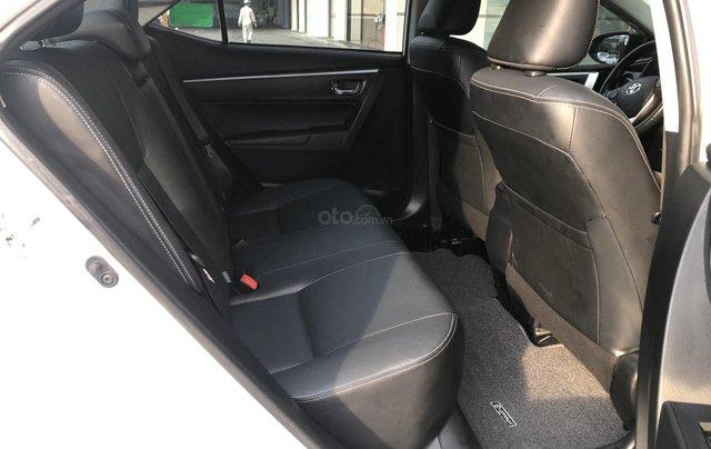 Cần bán xe Toyota Altis 2.0V 2017, màu trắng công ty. XHĐ đi 22.000km - xe chất giá tốt10