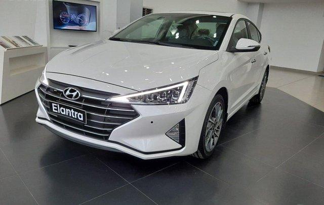 Hyundai Elantra 1.6 AT ưu đãi cực lớn + giảm ngay 50% thuế trước bạ + quà tặng hấp dẫn0