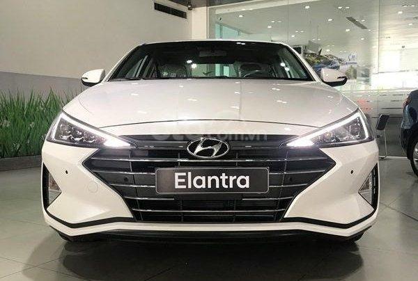 Hyundai Elantra 1.6 AT ưu đãi cực lớn + giảm ngay 50% thuế trước bạ + quà tặng hấp dẫn2