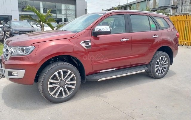 Ford Everest Titanium 4.2 đỏ cá tính1