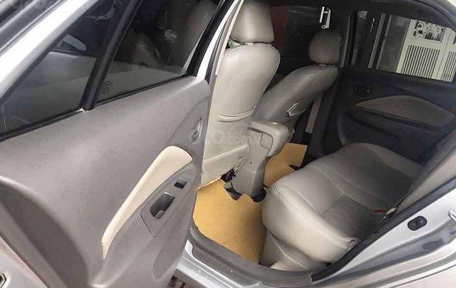 Cần bán lại xe Toyota Vios sản xuất năm 2011, màu bạc xe gia đình, giá 285tr3