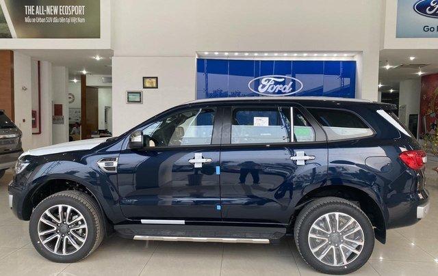 Ford Everest Titanium màu Deep Crytal Blue mới siêu đẹp1