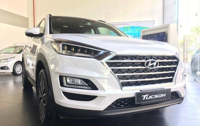 Hyundai Tucson 2020 sẵn xe giao ngay - KM tháng 10 giảm trực tiếp tiền mặt, trả góp 85%, trả trước 220tr để nhận xe0