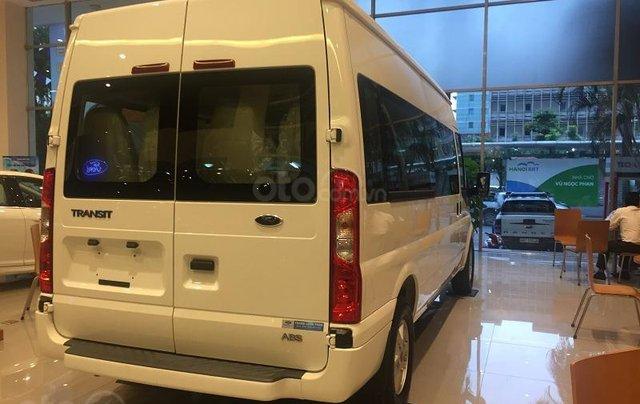 Xe Ford Transit SVP 2020, màu trắng3