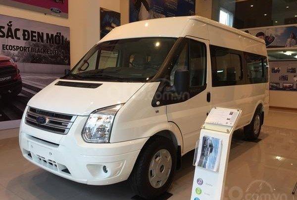 Xe Ford Transit SVP 2020, màu trắng1