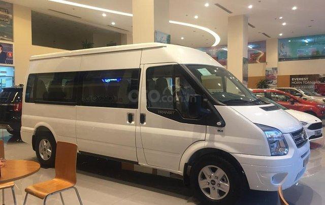 Xe Ford Transit SVP 2020, màu trắng5