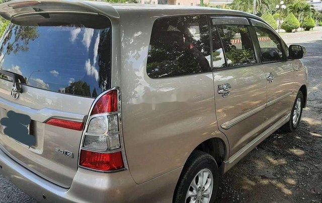 Cần bán lại xe Toyota Innova năm sản xuất 2014, màu ghi vàng4