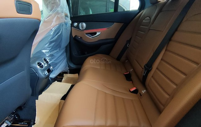 Xe lưu kho đại lý - C300 AMG 2019 đỏ, mới 100%, chỉ đóng 2% thuế trước bạ như xe cũ9