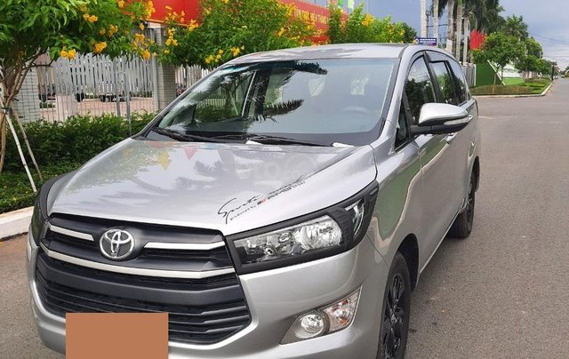 Cần bán Toyota Innova 2016, số sàn màu bạc giá 535tr1