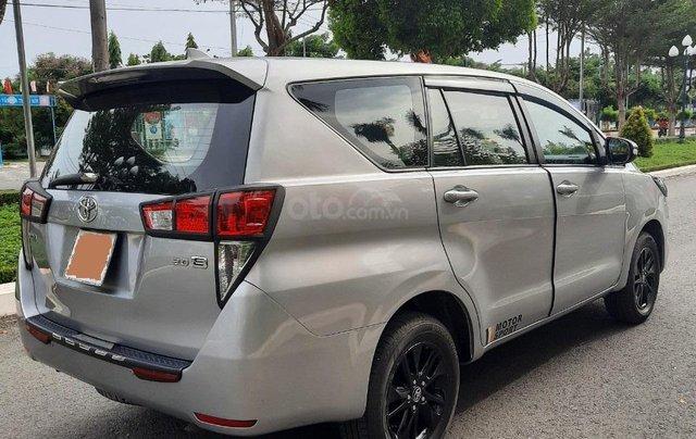 Cần bán Toyota Innova 2016, số sàn màu bạc giá 535tr2