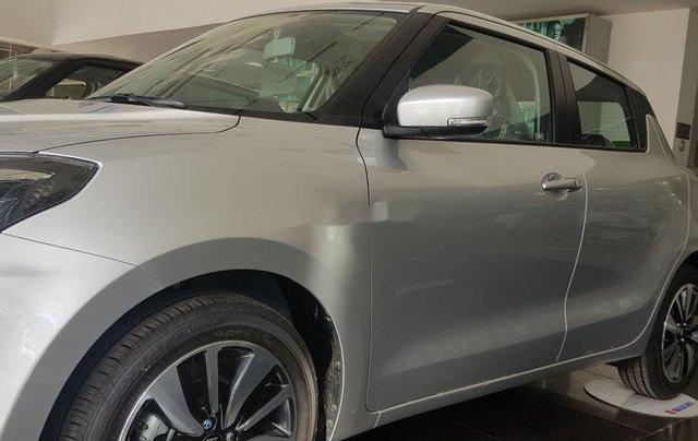 Thanh lý gấp Suzuki Swift GLX sản xuất năm 2018, màu bạc0