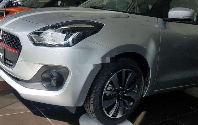 Thanh lý gấp Suzuki Swift GLX sản xuất năm 2018, màu bạc1