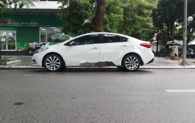 Cần bán gấp Kia K3 sản xuất năm 2015, màu trắng chính chủ0