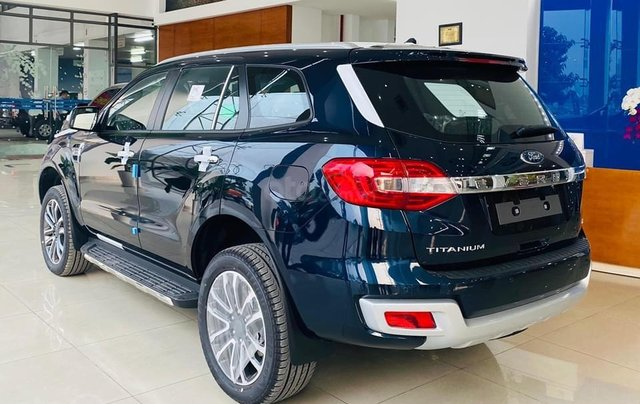 Ford Everest Titanium 4*2 siêu SUV cỡ Trung0