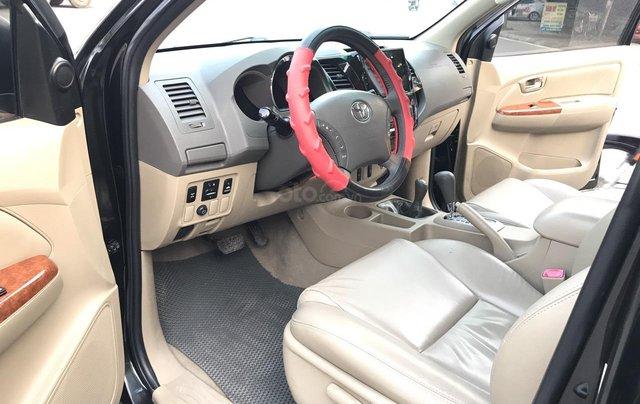 Toyota Fortuner 2.7V 4x4AT đời 2010, màu đen, tự động. Xe 1 chủ đi từ mới cứng4