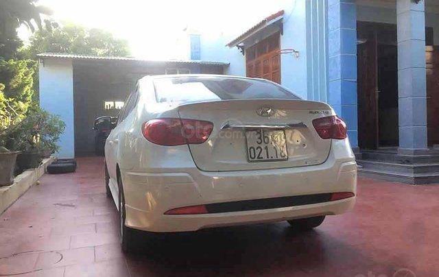 Cần bán lại xe Hyundai Avante năm 2011, màu trắng còn mới 1