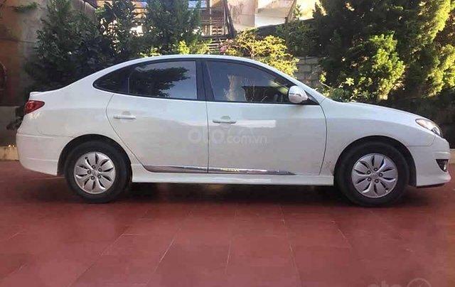 Cần bán lại xe Hyundai Avante năm 2011, màu trắng còn mới 3