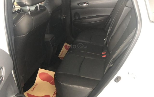Bán Toyota Corolla Cross 1.8V trắng ngọc trai, giao ngay5
