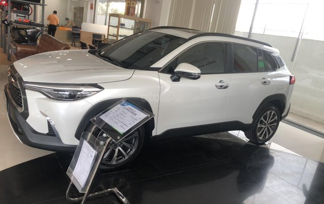 Bán Toyota Corolla Cross 1.8V trắng ngọc trai, giao ngay0
