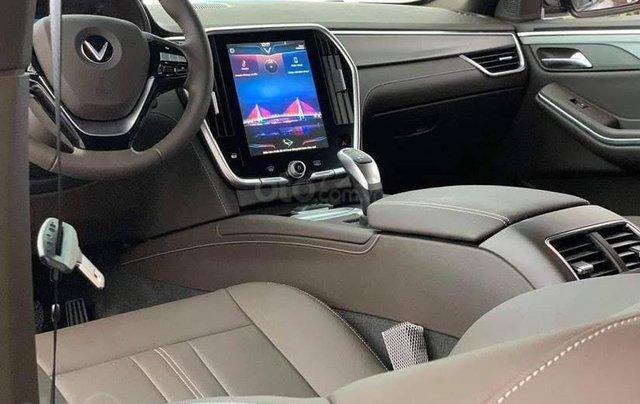 Xe VinFast LUX SA 2.0 AT 2020, màu trắng5