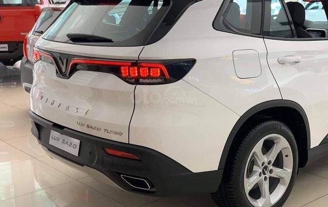 Xe VinFast LUX SA 2.0 AT 2020, màu trắng6