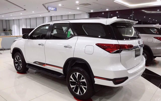 Toyota Fortuner TRD 2020 giao ngay2