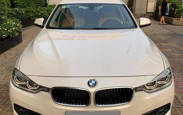 Bán BMW 320i CLI full LED model 2017, màu trắng, nội thất kem sang trọng và đầy phong cách0
