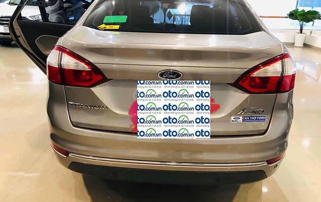 Cần bán xe Ford Fiesta Titanium sản xuất năm 2017, màu xám  2