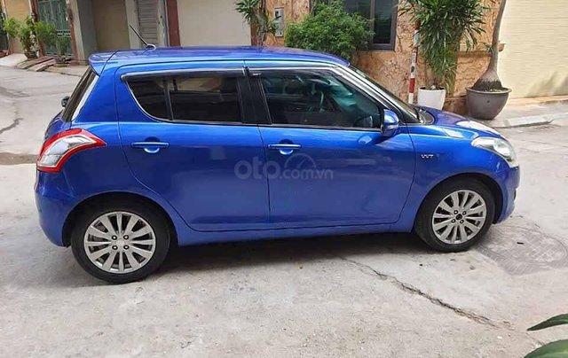 Cần bán gấp Suzuki Swift năm sản xuất 2017, màu xanh lam  2