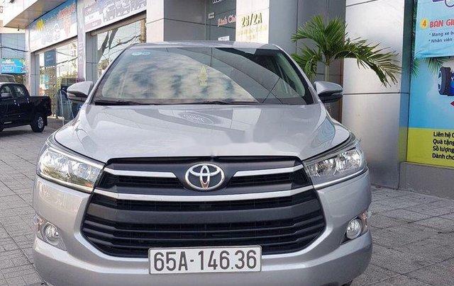 Bán lại xe Toyota Innova đời 2018, màu bạc số sàn0