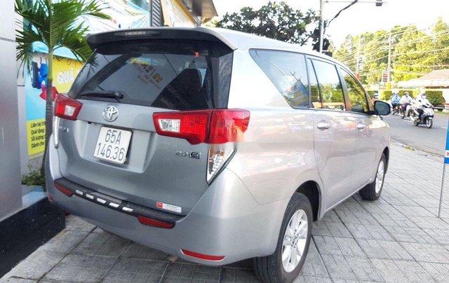 Bán lại xe Toyota Innova đời 2018, màu bạc số sàn7