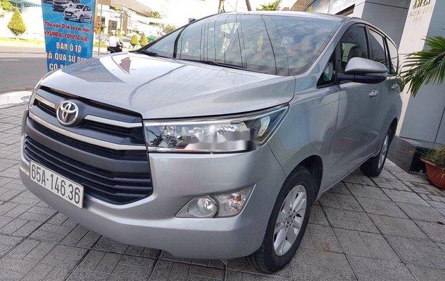 Bán lại xe Toyota Innova đời 2018, màu bạc số sàn2