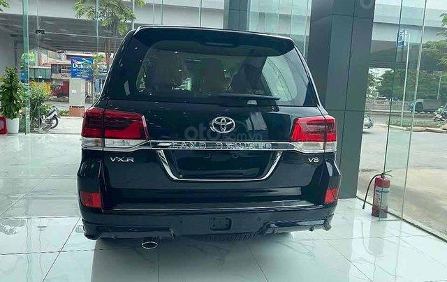 Bán Toyota Land Cruiser năm sản xuất 2020, màu đen, xe nhập4
