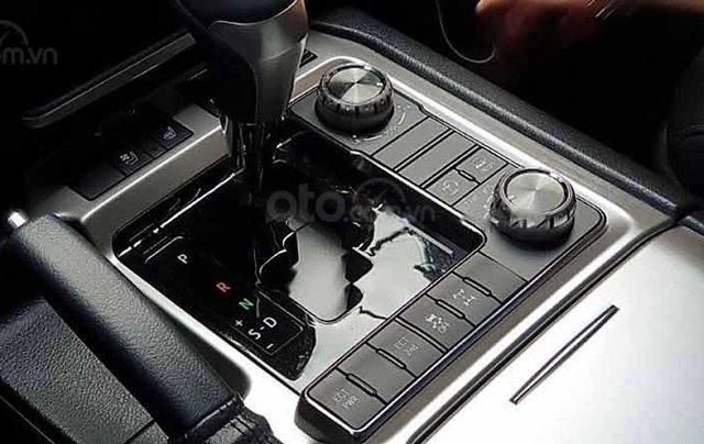 Bán xe Toyota Land Cruiser đời 2020, màu đen, nhập khẩu nguyên chiếc2