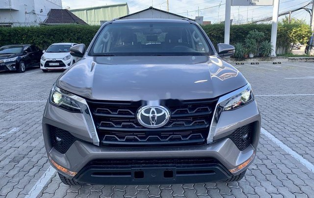 Cần bán Toyota Fortuner 2020, màu xám1