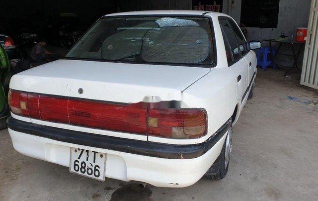 Bán lại xe Mazda 323 đời 1995, màu trắng, xe nhập, đồng sơn ok0