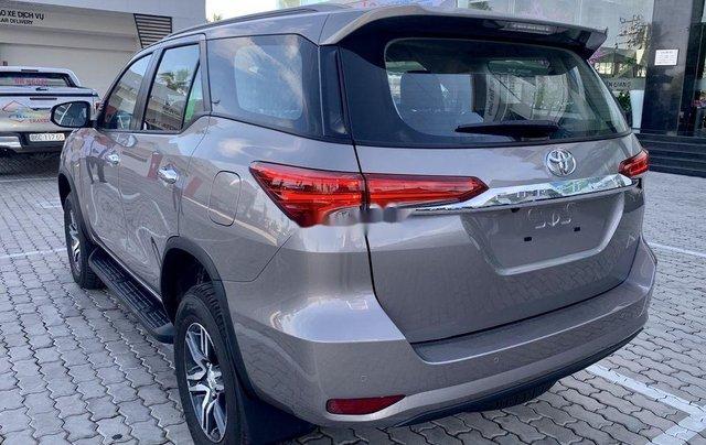 Cần bán Toyota Fortuner 2020, màu xám4
