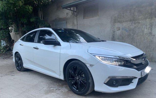 Bán xe Honda Civic đời 2017, màu trắng, xe nhập còn mới, giá chỉ 739 triệu0