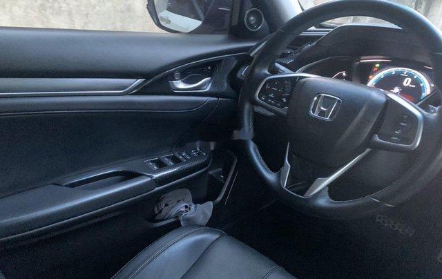 Bán xe Honda Civic đời 2017, màu trắng, xe nhập còn mới, giá chỉ 739 triệu3