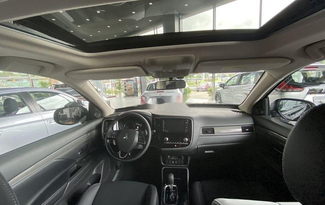 Bán xe Mitsubishi Outlander sản xuất năm 2020, màu đen, mới hoàn toàn5