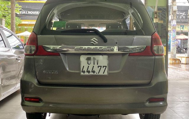 Gia đình bán Suzuki Ertiga năm sản xuất 2016, màu xám, xe nhập, 7 chỗ2
