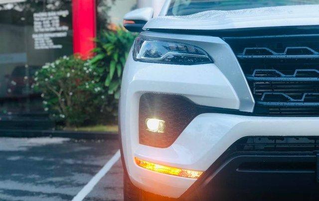 Bán ô tô Toyota Fortuner đời 2020, màu trắng4