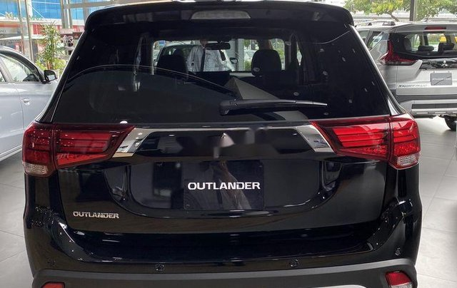 Bán xe Mitsubishi Outlander sản xuất năm 2020, màu đen, mới hoàn toàn2